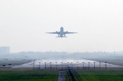 Un avion quitte l'aéroport de Suvarnabhumi à Bangkok.... (Photo: AFP)