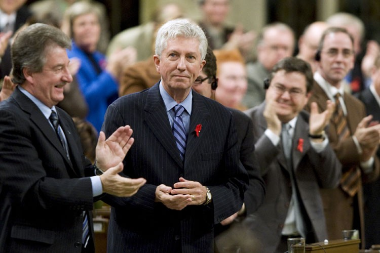 Le chef bloquiste Gilles Duceppe applaudi non seulement... (Photo: PC)
