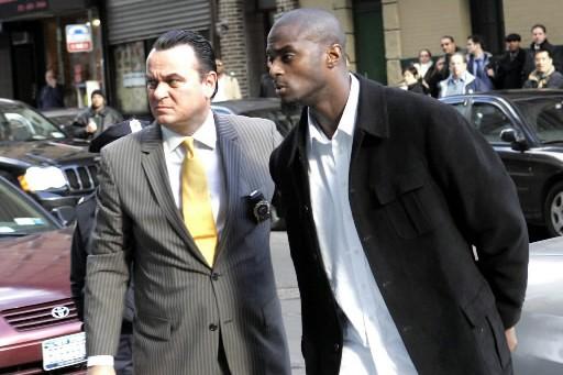 Le footballeur des Giants Plaxico Burress (à droite),... (Photo: AP)