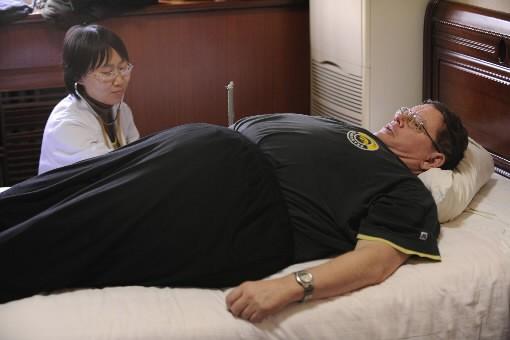 David Anderson s'est prêté aux méthodes amaigrissantes chinoises.... (Photo: AFP)