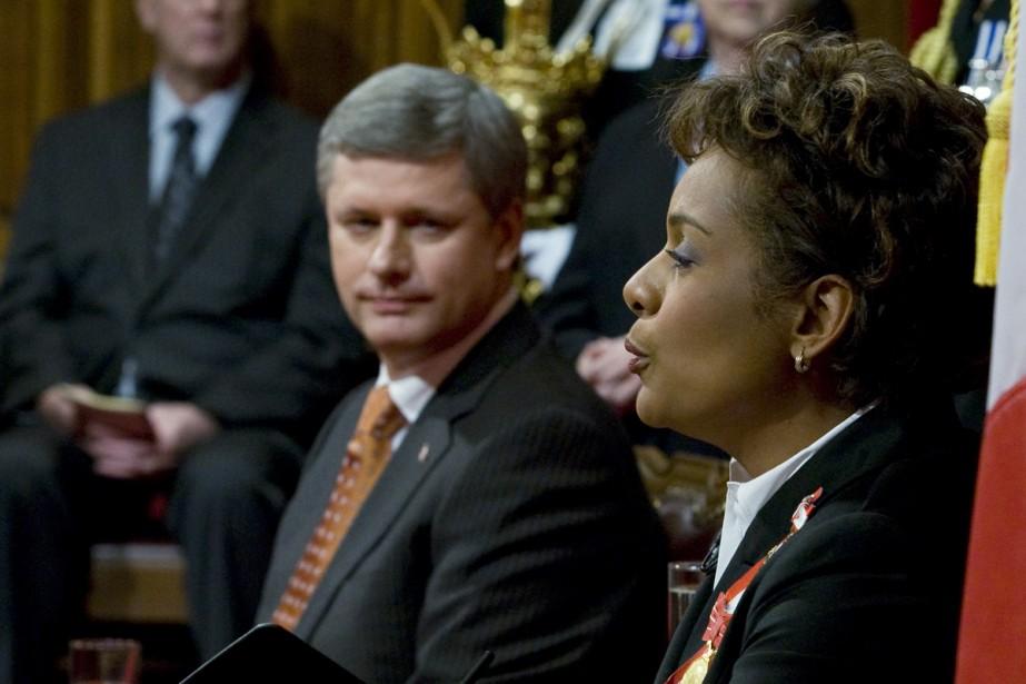 La gouverneure générale Michaëlle Jean, aux côtés du... (Photo La Presse Canadienne)