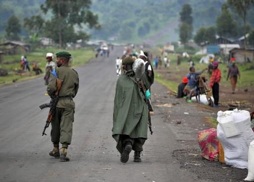 Des soldats congolais patrouillent dans le camp de... (Photo: AFP)