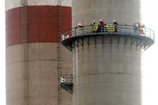 Des activistes de Greenpeace sont montés dans une... (Photo: AFP)