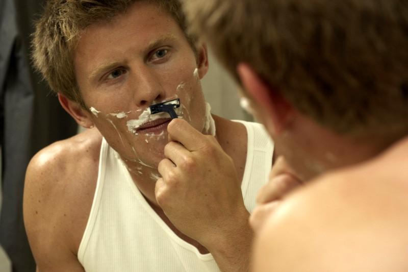 Même les détenus ont le droit à un peu de lotion après-rasage ou de crème pour...