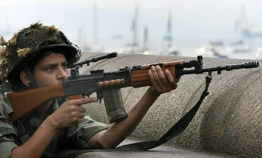 Un soldat indien... (Photo: AFP)