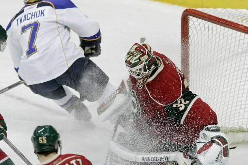 Niklas Backstrom a stoppé 22 tirs dans la... (Photo: AP)
