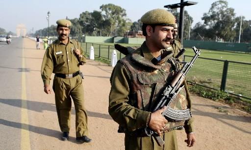 Des policiers indiens patrouillent.... (Photo: AFP)