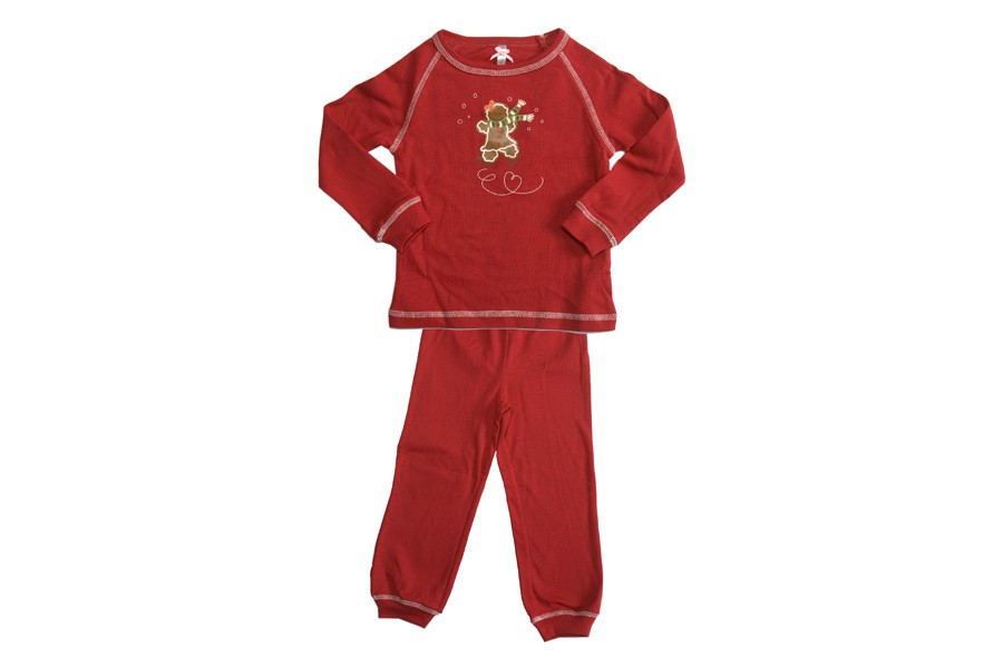 Voici un pyjama rouge et ajusté pour les fillettes dynamiques. Encore une fois,...