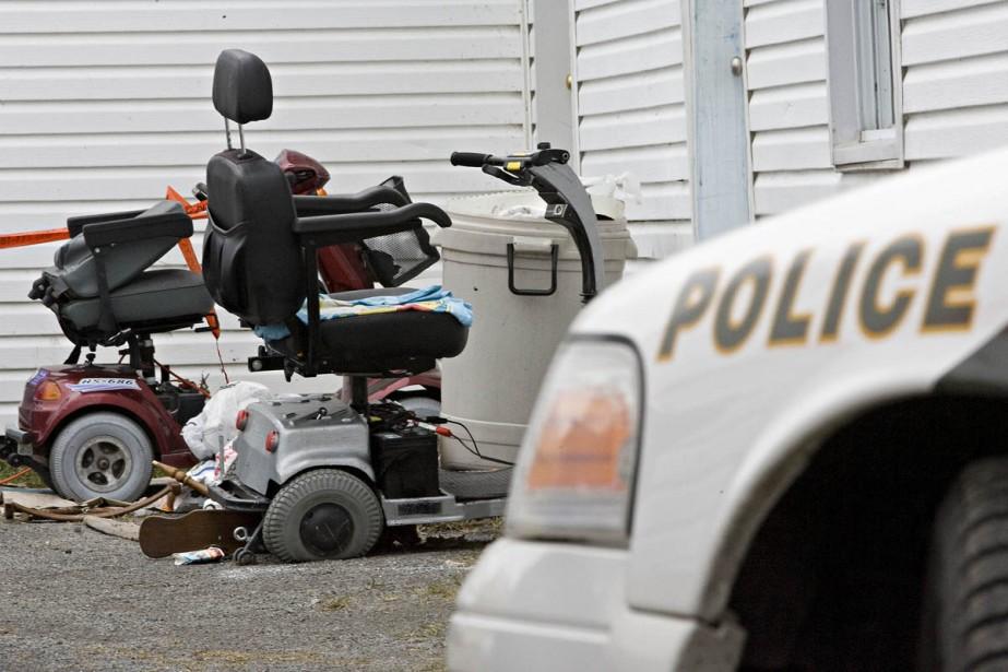 À l'extérieur du logement de l'homme assassiné, on... (Photo: Patrick Sanfaçon, La Presse)