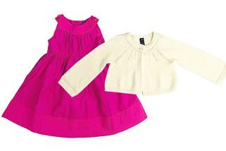 Cette robe en coton de chez Gap est ornée de cercles discrets disposés partout...