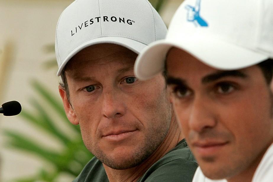 Lance Armstrong aux côtés d'Alberto Contador... (Photo: AFP)