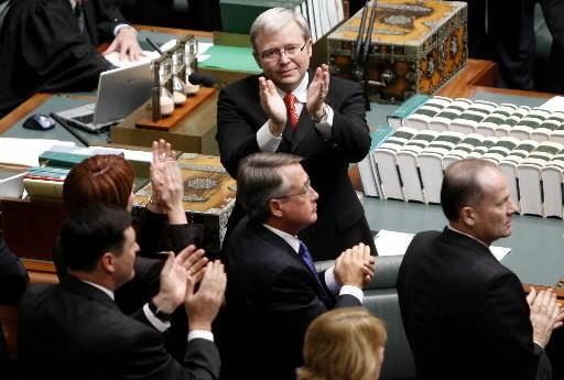 Le premier ministre australien Kevin Rudd (au centre)... (Photo: Bloomberg News)