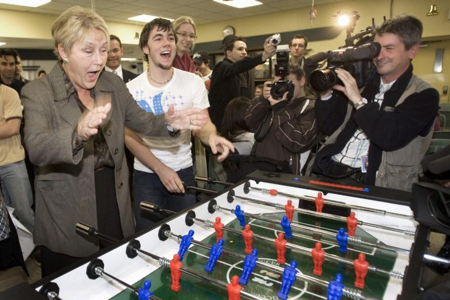 Si elle est élue, Pauline Marois forcera Hydro-Québec... (Photo La Presse Canadienne)