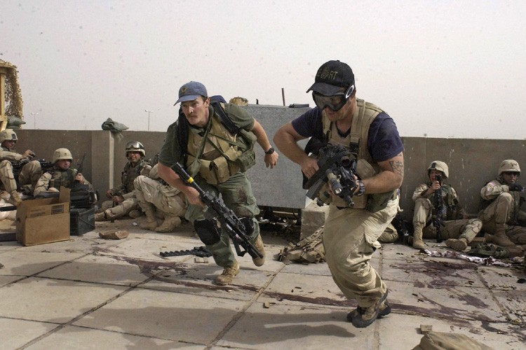 Des contracteurs de Blackwater combattent en Irak.... (Photo: AP)