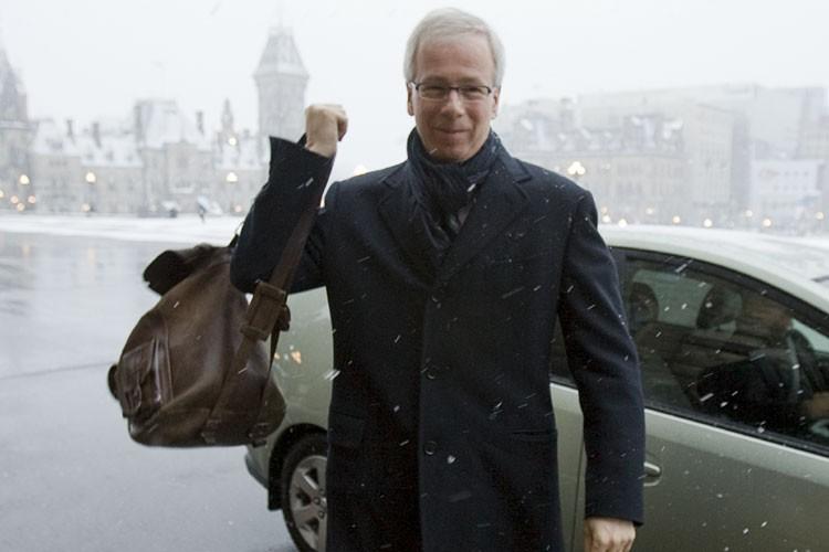 Stéphane Dion à son arrivée sur la colline... (Photo: PC)