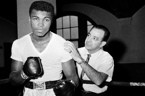 Angelo Dundee a mené 15 boxeurs à des titres de champion du monde.... (Photo: AP)