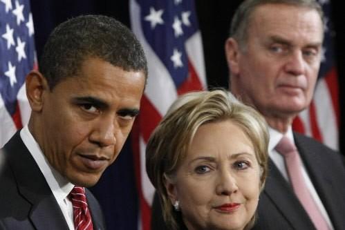 Barack Obama se tient aux côtés de la... (Photo: AP)