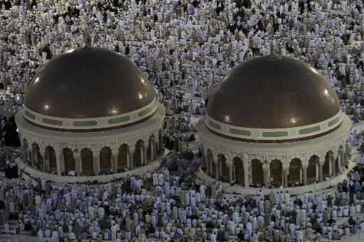 Des centaines de milliers de pèlerins se sont rendus samedi... (Photo: Reuters)