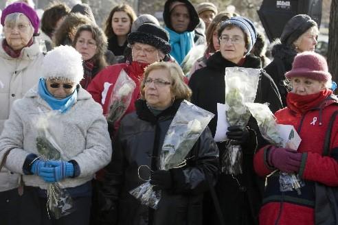 Plusieurs femmes ont rendu hommage aux victimes du... (Photo: PC)