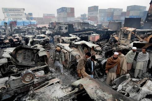 Plus de 200 camions ont été incendiés par... (Photo: AFP)