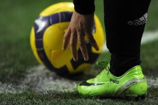 Pato, un joueur de l'AC Milan, s'apprête à... (Photo: AFP)