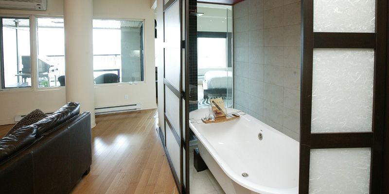 La salle de bains se trouve derrière ces... (Photo Jocelyn Bernier, Le Soleil)
