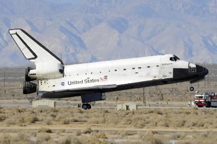 La navette Endeavour à l'atterrissage, le 30 novembre... (Photo: AP)