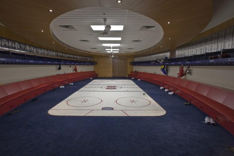 Le vestiaire du Canadien au nouveau complexe d'entraînement... (Photo: Rémi Lemée, La Presse)