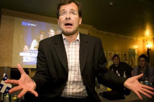 Le péquiste Bertrand St-Arnaud réagit à son élection... (Photo: Marco Campanozzi, La Presse)