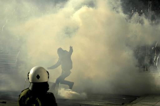 Des incidents ont éclaté mardi après-midi dans la banlieue... (Photo: AP)