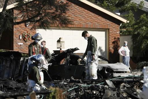 Trois maisons et quatre véhicules ont été détruits... (Photo: AP)
