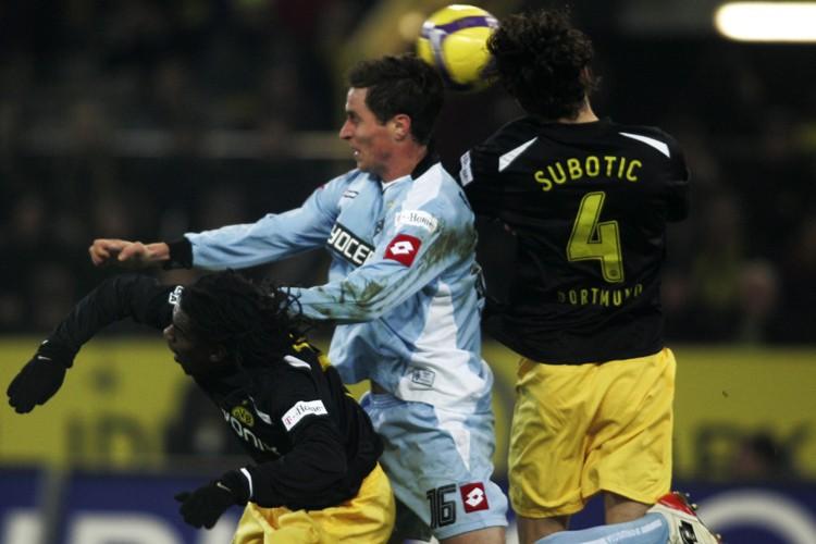 Le Borussia Dortmund, pourtant réduit à dix pendant 50 minutes,... (Photo: AFP)