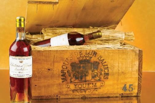 La vente de quatre bouteilles de Château d'Yquem... (Photo: Bloomberg news)
