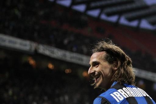 Zlatan  Ibrahimovic avec le maillot de l'Inter... (Photo: AFP)