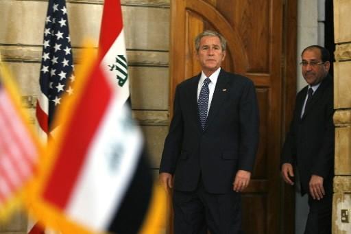 Les président des États-Unis et de l'Irak, George... (Photo: Reuters)