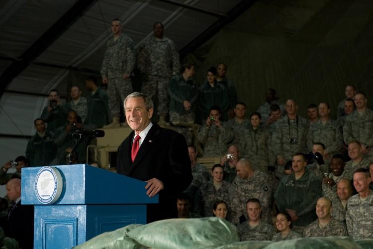 Après une visite d'adieu en Irak, le président américain George... (Photo: AFP)