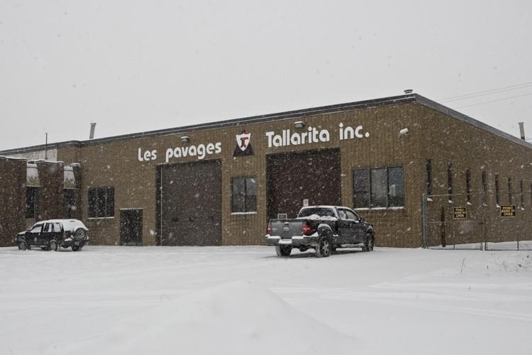 Les propriétaires des Pavages Tallarita, Tony Tallarita et... (Photo: Rémi Lemée, La Presse)