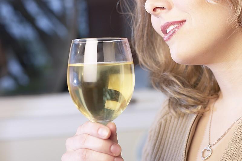 Les Québécois boivent plus fréquemment que les Canadiens anglais et les...