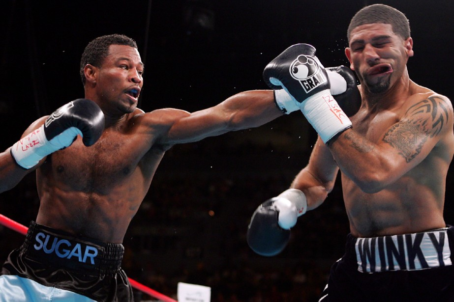 Shane Mosley atteint Winky Wright.... (Photo: AFP)