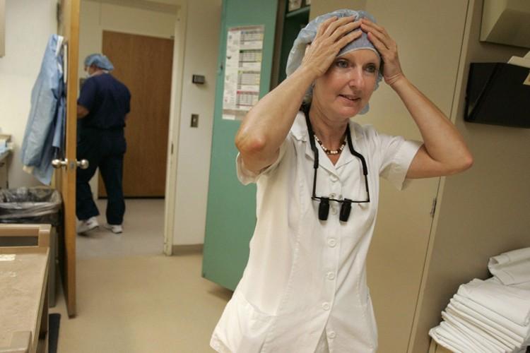 La chirurgienne Maria Siemionow a réalisé l'opération avec... (Photo: AP)