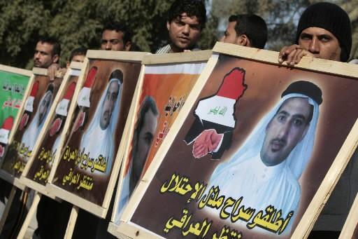 Des proches du journaliste irakien ont manifesté pour... (Photo: AFP)