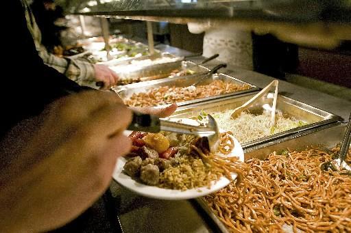 Certains Montréalais, outrés du gaspillage alimentaire, se nourissent... (Photo Patrick Sanfaçon, La Presse)