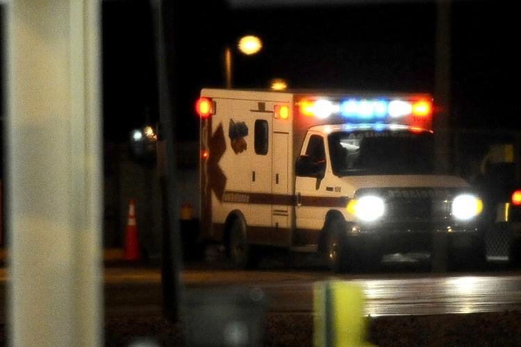 Les ambulances se sont dépêchées sur les lieux... (Photo: Reuters)