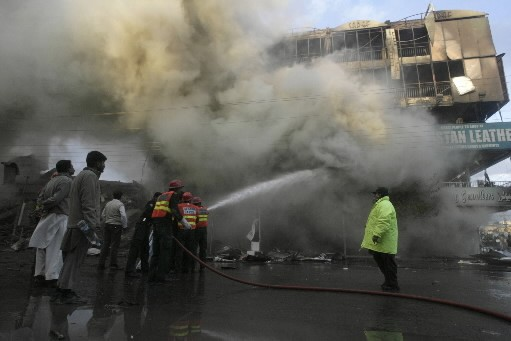 Un incendie dans un grand centre commercial de la ville... (Photo: Reuters)