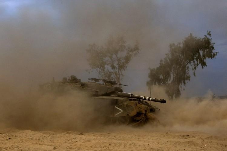 Un char israélien se dirige vers la frontière... (Photo: AFP)