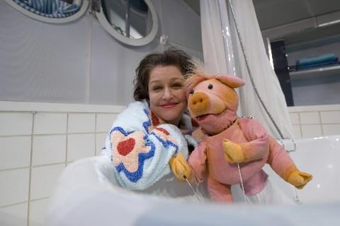 Julie McClemens et Petit Cochon dans le décor... (Photo: David Boily, La Presse)