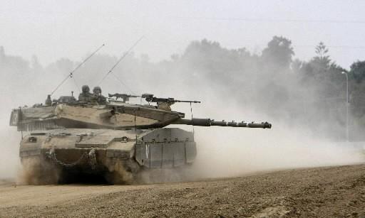 Des tanks israéliens gardent la frontière avec la... (Photo: AFP)
