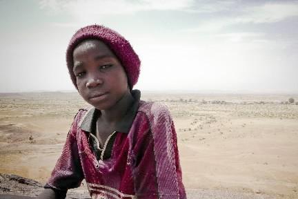 À l'arrière-plan, le désert du Sahel. Les femmes... (Photo: Stéphanie Lapointe, collaboration spéciale)