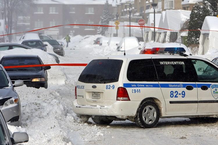 Des policiers se sont présentés rue Alain-Grandbois.... (Photo: Robert Mailloux, La Presse)
