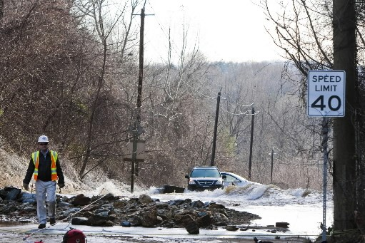 Une conduite d'eau principale s'est brisée, mardi, en banlieue de... (Photi: AFP)